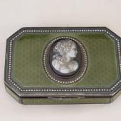 Ezüst zománcos szelence kámeával