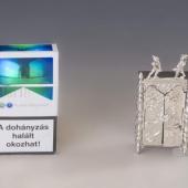 Ezüst miniatűr szekrény