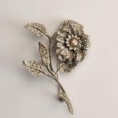 Régi virág formájú bross
