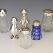Ezüst és ezüst tetejû cukorszórók