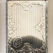 Ezüst cigarettatárca geometrikus és barokkos díszí