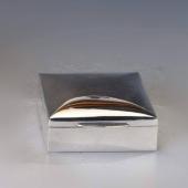 Kis méretű ezüst doboz