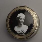 Ezüst szelence portré díszítéssel