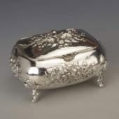 Ezüst cukordoboz barokkos mintával