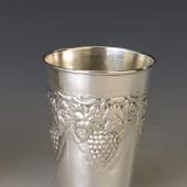 Ezüst belül aranyozott szőlős pohár