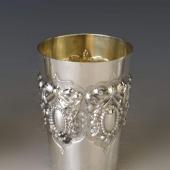 Ezüst pohár masnis díszítéssel