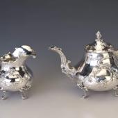 Ezüst barokk stílusú kávéskanna és kiöntő